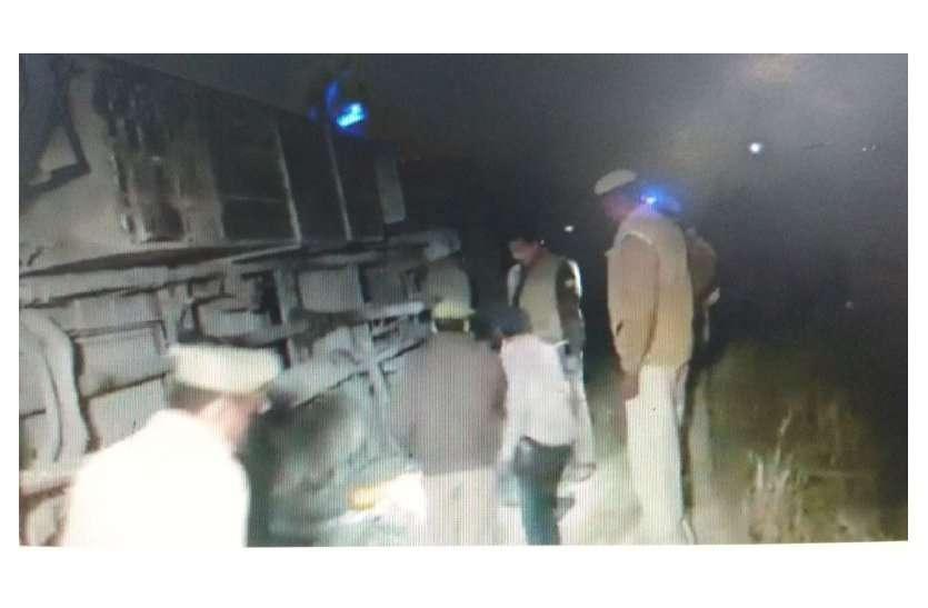 #BREAKING : बड़ा हादसा, कुंभ से उदयपुर लौट रही यात्रियों से भरी बस 20 फीट गहरी खाई में गिरी...