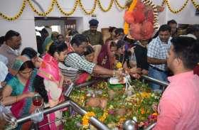 हर - हर महादेव के नारों से गूंजा शहर, विधि - विधान से हुई शिव की पूजा