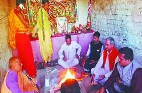 महाशिवरात्रि पर शिवालयों में लगा रहा भक्तों का तांता, भगवान शिव का दूध-दही से किया अभिषेक