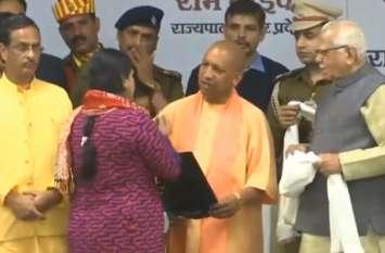 अमर शहीद सम्मान कार्यक्रम में सीएम योगी ने खोला पिटारा, किए कई बड़े एलान, इनके परिवार को मिलेंगे 52 लाख रुपए
