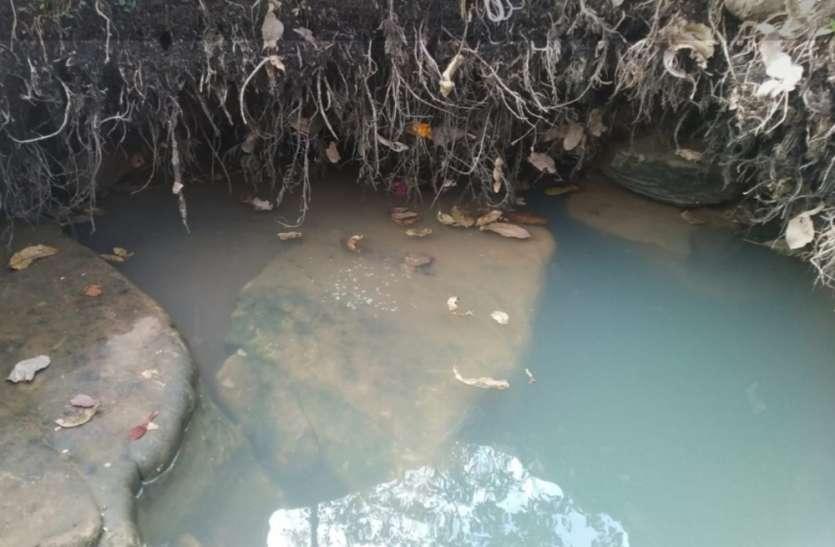 गर्मी की दस्तक: सूखने लगी जीवनदायिनी नदी मिढ़ासन, जानिए आगे भी