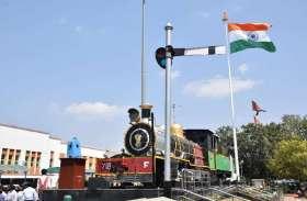 PHOTO GALLERY : जबलपुर रेलवे स्टेशन पर लहराया 100 फीट ऊंचा राष्ट्रीय ध्वज