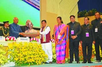 छत्तीसगढ़ बना देश का सबसे स्वच्छ राज्य, राष्ट्रपति कोविंद के हाथों नगरीय प्रशासन मंत्री ने प्राप्त किया सम्मान