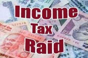 VIDEO रतलाम में इनकम टैक्स की रेड, पांच जिलों के अधिकारी हुए शामिल