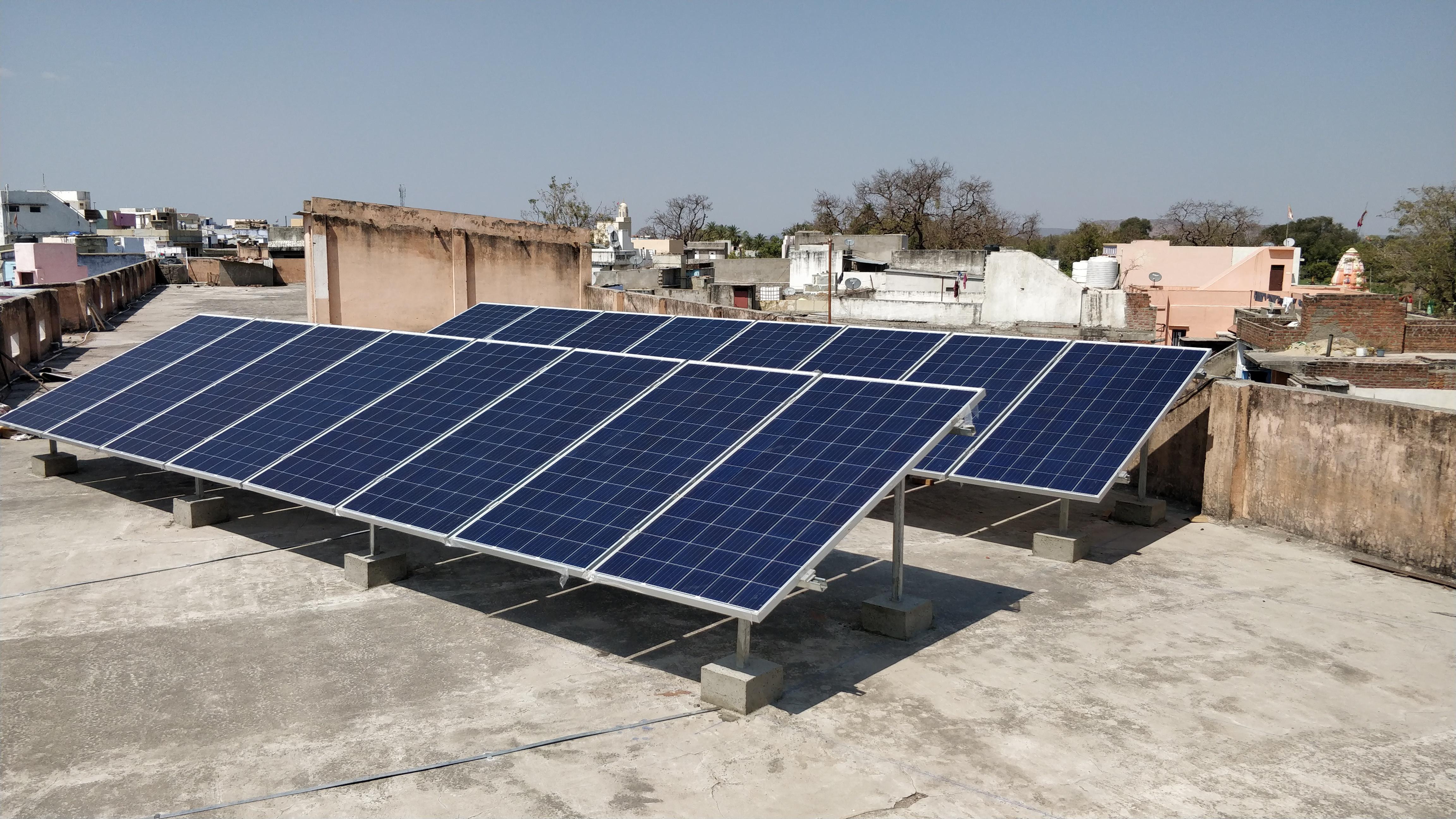 सौर उर्जा से अधिक बिजली बनने पर ग्रिड पर पहुंचेगी विद्युत