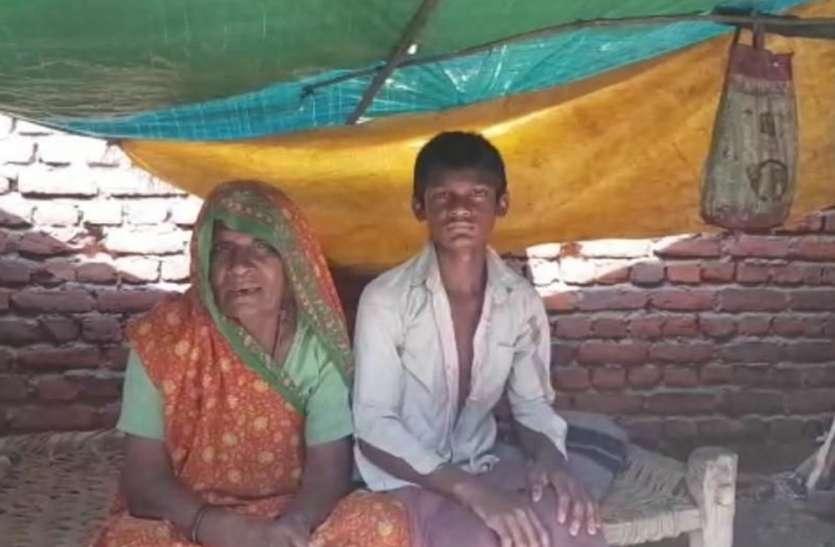 15 वार्डों 700 पीएम आवास स्वीकृत, डेढ़ साल बीते पर एक में भी गृह प्रवेश नहीं, दर्जनों परिवारों ने पूरी ठंड और बारिश तिरपाल के नीचे काटी