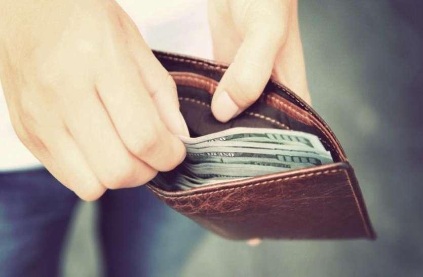 गुरुवार को केसर समेत पर्स में रख लें ये 10 चीजें, बनेंगे धनवान