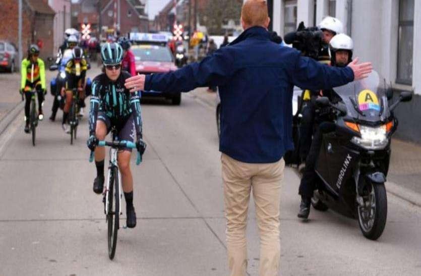 महिला दिवस विशेष: पुरुषों से तेज साइकिल चला रही थीं महिलाएं, आयोजकों ने रोक दी रेस
