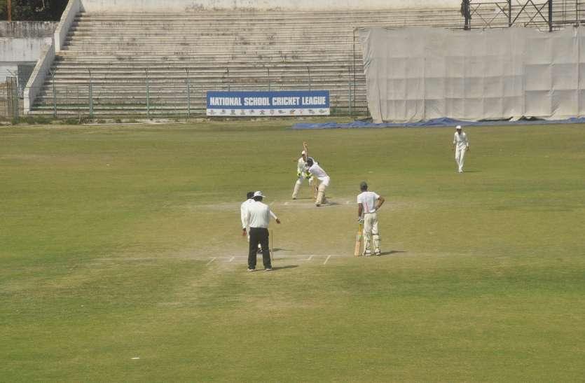टर्फ विकेट पर लेदर बॉल क्रिकेट प्रतियोगिता