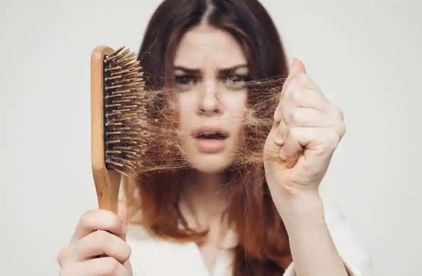 बाल झड़ने की समस्या में आजमा सकते हैं ये नुस्खे