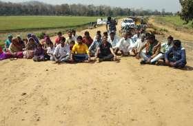 किसानों ने रोका रेलवे लाइन के दोहरीकरण का काम