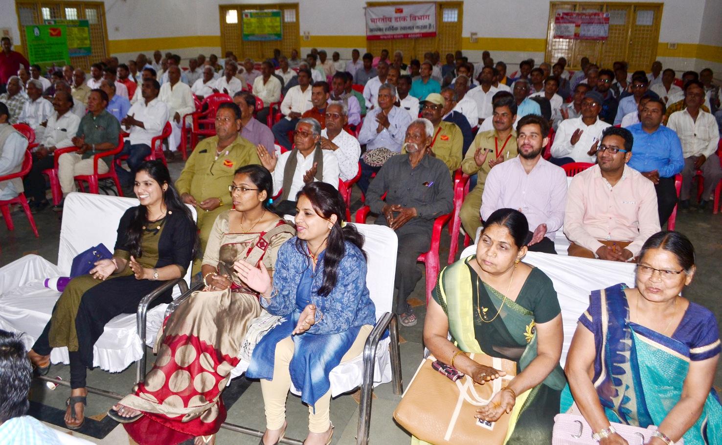 पोस्ट मास्टर जनरल इंदौर ने कि विभिन्न योजनाओं की समीक्षा