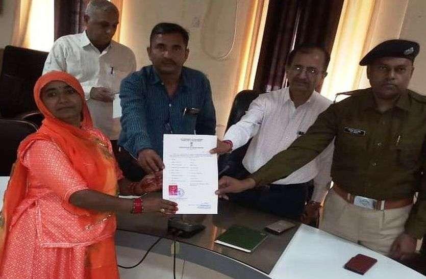 प्रशासन ने इन 6 पाक नागरिकों को भारतीय नागरिकता के प्रमाण पत्र दिए