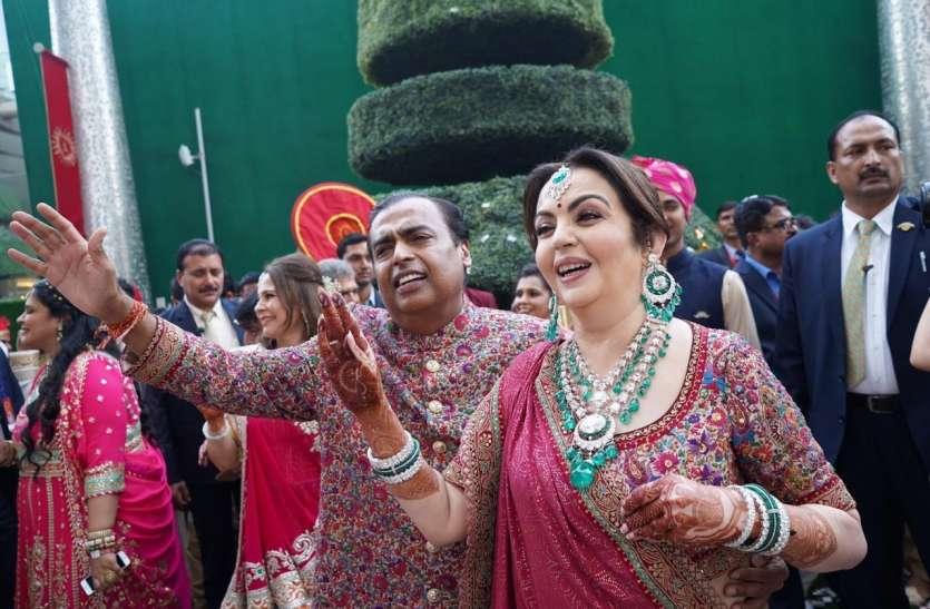अंबानी के बेटे की शादी में पहुंचीं देश विदेश की हस्तियां