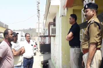 बेटी की सगाई में दिल्ली गए ट्रांसपोर्टर के सूने मकान में अज्ञात चोरों ने बोला धावा, पुलिस ने घर को किया सील