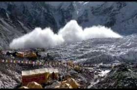 नेपाल: मनांग में खिसकी बर्फ, देखें तस्वीर