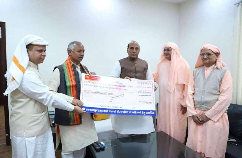 पुलवामा में शहीद हुए सैनिकों के परिवारों की मदद के लिए दिए 65 लाख