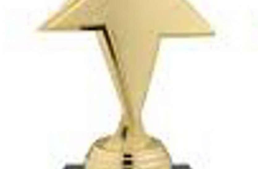बोर्ड परीक्षाओं में उच्च श्रेणी के अंक प्राप्त करने पर छात्र छात्राओं को किया सम्मानित
