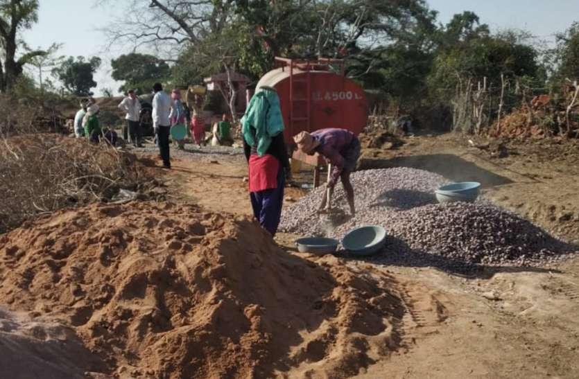 हाल-ए-मनरेगा, मजदूरी 174 के बजाय दे रहे 33 रुपए, मजदूरों का शोषण जारी
