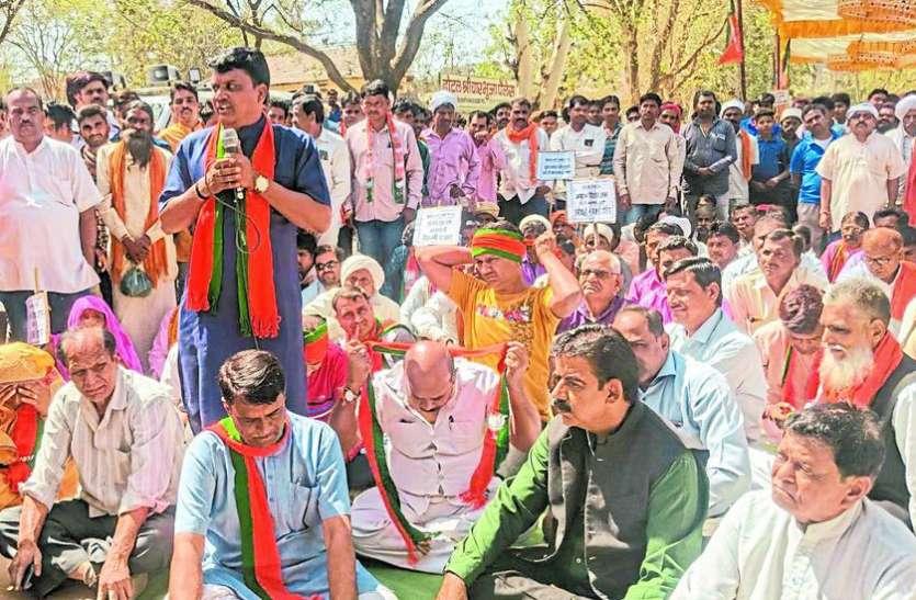 कर्ज माफी किसानों के साथ सबसे बड़ा मजाक : चौहान