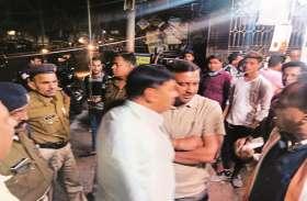 राजबाड़ा बंद कराने आए जवानों से भिड़े कांग्रेसी