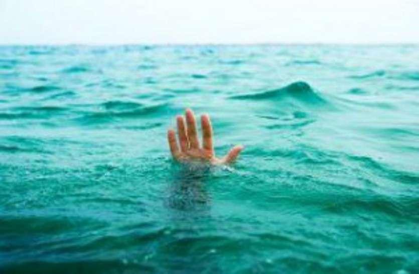 BREAKING : खरखरा जलाशय में पिकनिक मनाने पहुंचे दुर्ग के दो युवक डूबे, तीन ने तैरकर बचाई जान, तलाश जारी