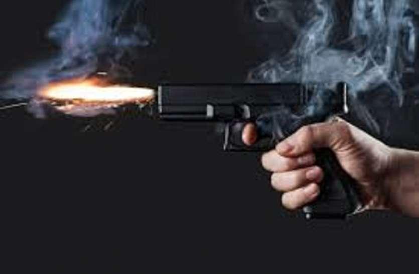 बन्दूक का फर्जी लाइसेंस बनाने के आरोप में सरकारी कर्मचारी गिरफ्तार