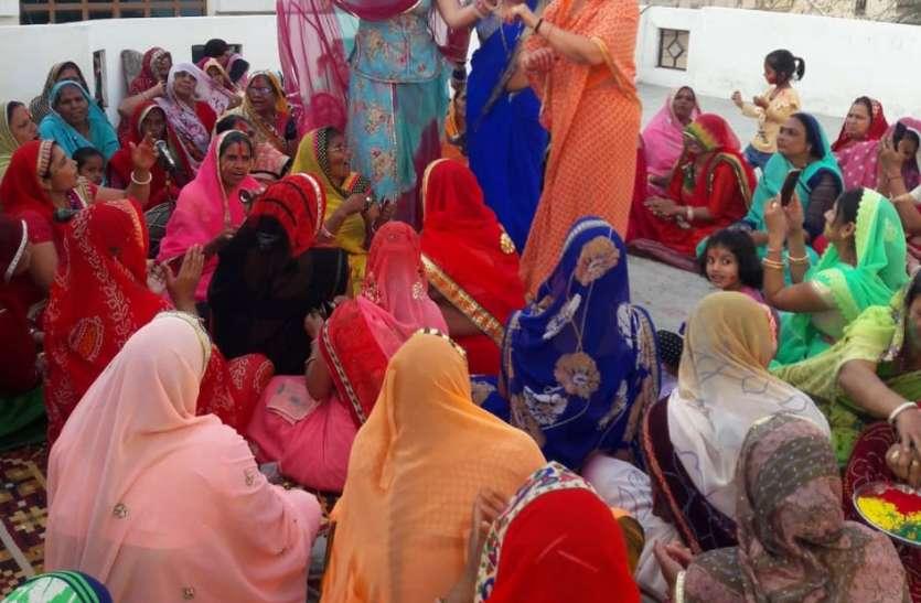 VIDEO: राजस्थान के इस शहर में फागुन में हर दिन गूंजते हैं बृज की होली के गीत...देखें वीडियो