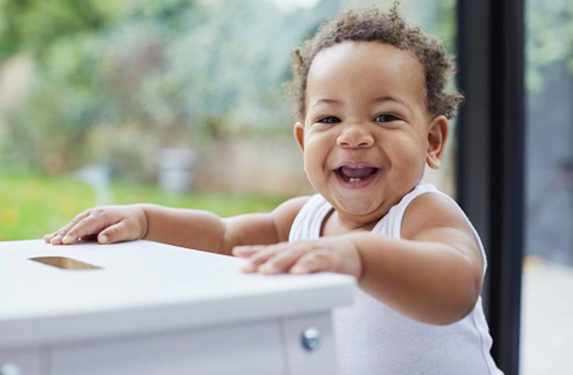 पहला दांत निकले तभी से रखें अपने नन्हें के दांतों का ध्यान