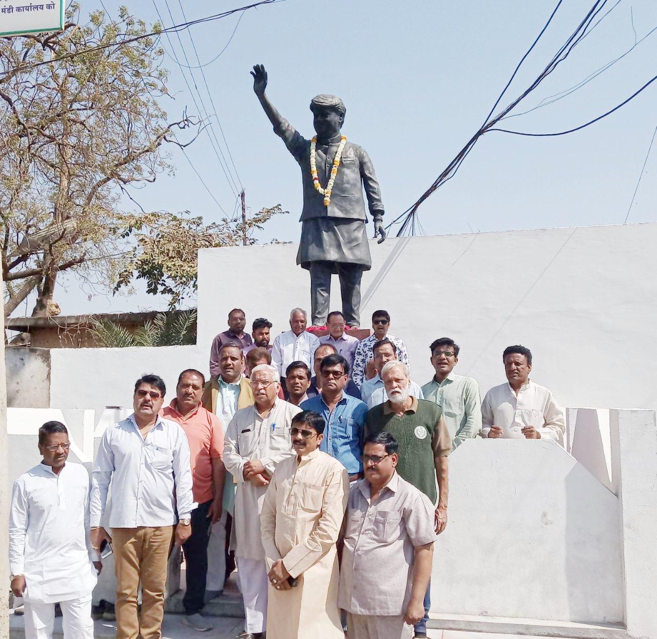 नीमच युवक कांग्रेस द्वारा माधवराव सिंधिया की जयंती मनाई गई