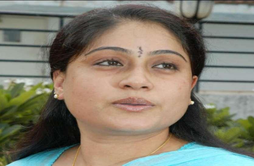 पूर्व सांसद विजया शांति के बिगड़े बोल, राहुल गांधी की मौजूदगी में पीएम मोदी के लिए की अमर्यादित टिप्पणी