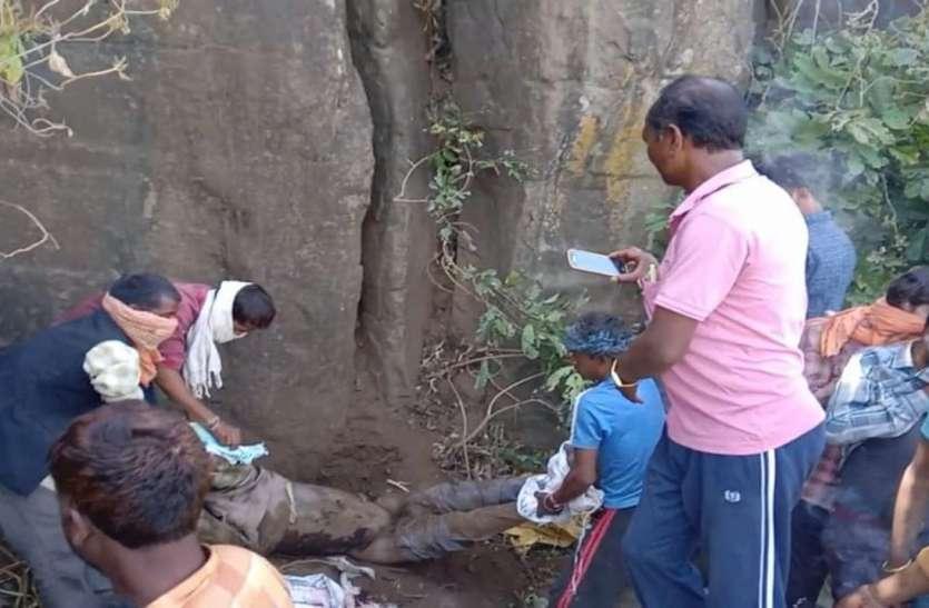 पुलिस व ग्रामीण रह गए हैरान, सूनसान दुर्गंम पहाड़ी पर किसने दफना दी लाश