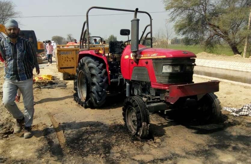 टिब्बी में बिजली का तार छूने से ट्रैक्टर सहित जला चालक, मजदूर ने कूदकर बचाई जान