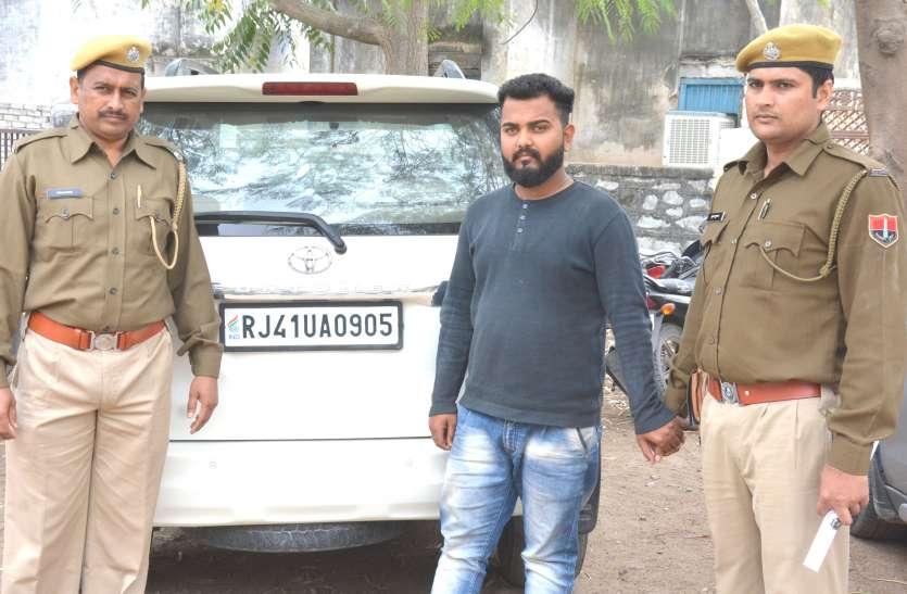 लग्जरी एसयूवी पर फर्जी नंबर प्लेट, पुलिस ने पकड़ा