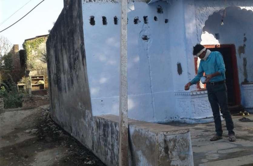 टूटे विद्युत पोल से हादसे की आशंका,विभाग बेसुध