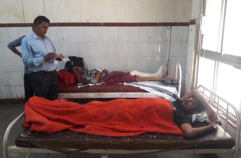 दो बाइकों की भिड़ंत में पांच लोग घायल