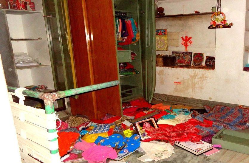 चोरों ने दिखाए हाथ, गोदाम-मकान-मंदिर से लाखों का माल पार