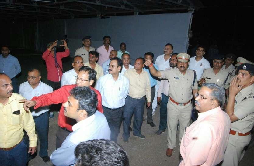 फोटो गैलरी:  कलेक्टर,एसपी सहित अन्य अधिकारीयों ने गंजमंडी और मरोदा स्टेशन का लिया जायजा