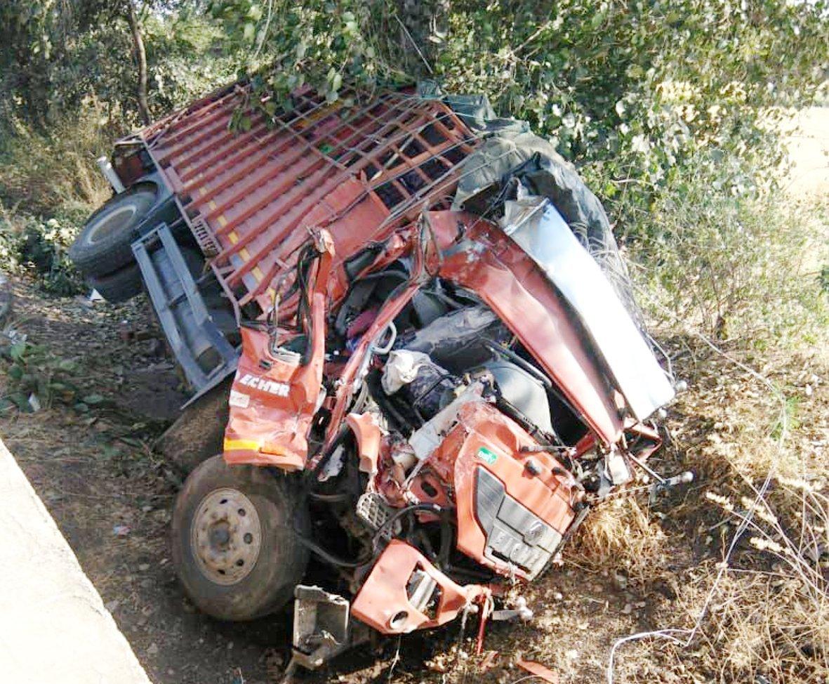 video ट्रक भिडंत में एक मौत और तीन घायल