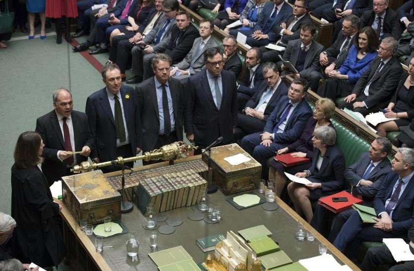 ब्रेग्जिट: ब्रिटिश संसद ने डील को टालने के लिए किया वोट, दूसरे जनमत संग्रह की मांग खारिज
