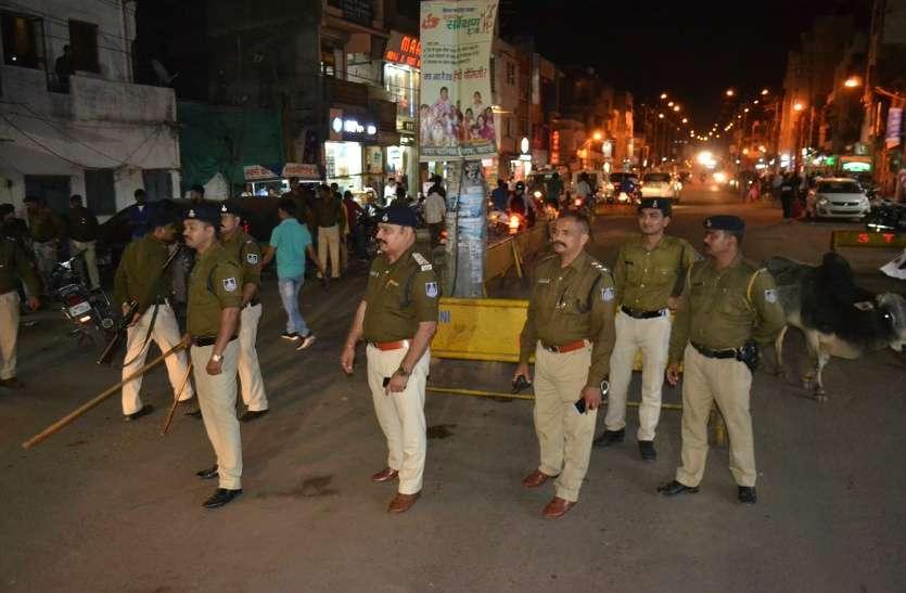 Photo gallery: सड़क पर भारी संख्या में उतरी पुलिस तो बदल गया नजारा