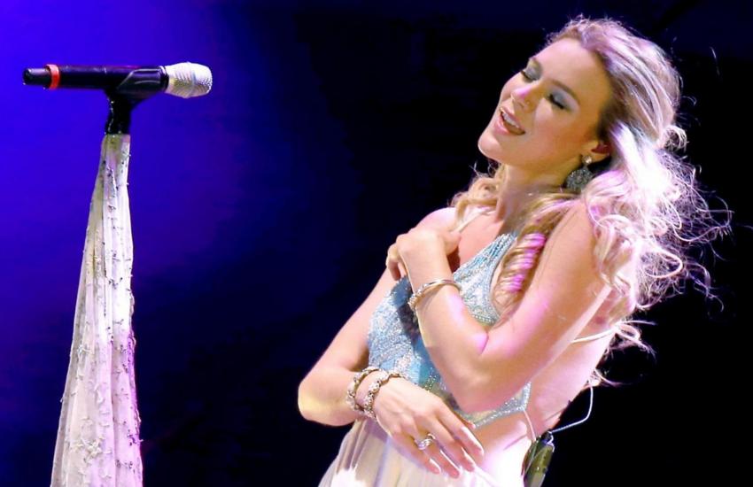 इस महिला सिंगर ने नॉर्थ कोरिया के बार में गाया गाना