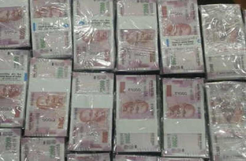 बड़ाबाजार में ३० लाख नकदी जब्त, १ गिरफ्तार