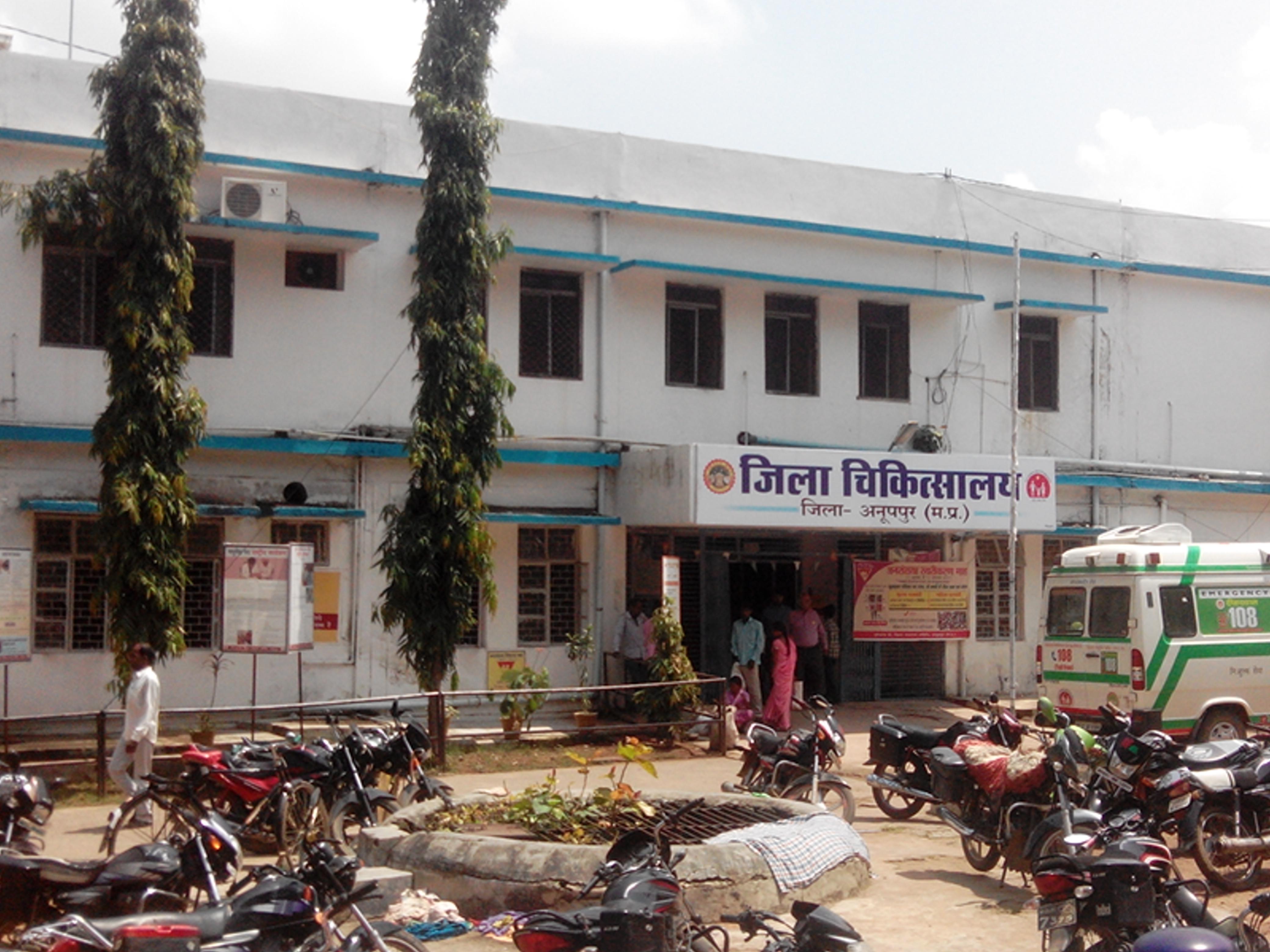 जिम्मेदारों ने किया निरीक्षण फरमानों को दरकिनार, भगवान भरोसे जिले के मरीज