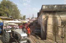 मंडी गेट के बाहर पांच घंटे खड़ी रही ट्रॉलियां, सड़कों पर जाम