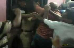 तीन लोगों ने कर डाली कांस्टेबल की धुनाई, राहगीरों ने बचाई जान
