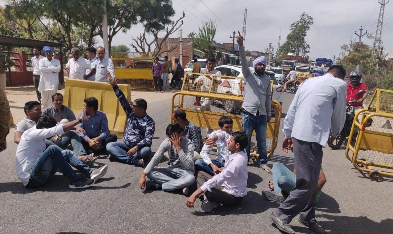 सुनीता हत्याकांड: परिजनों ने थाने पर किया प्रदर्शन, सड़क जाम का प्रयास