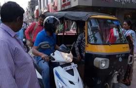 ट्रैफिक व्यवस्था सुधारने स्कूटी से शहर में निकले IPS सदानंद, हेलमेट में नहीं पहचान पाए लोग, लगाई फटकार