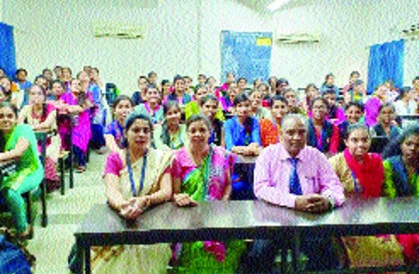 हिन्दी की मांग एवं रोजगार के अधिक अवसर