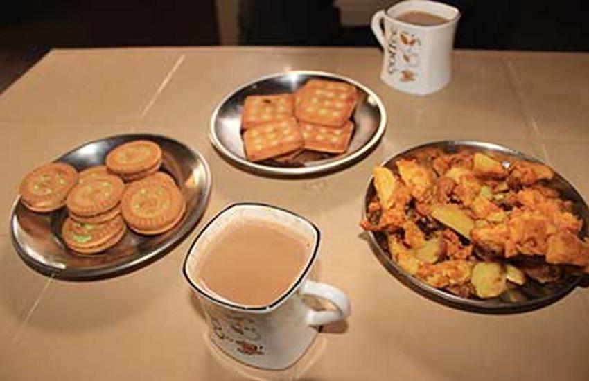 पानी पाउच एक, चाय-नाश्ता 15 और खाने की थाली 47 रुपए की